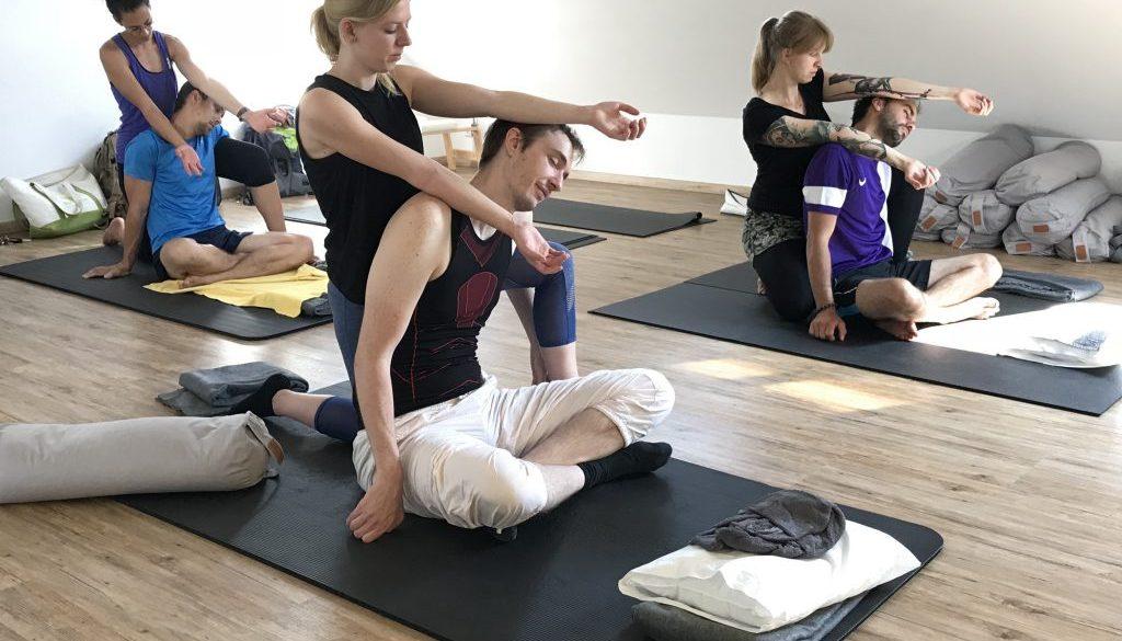 Thai Massage, sitzende Positionen